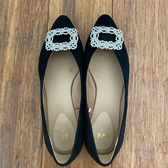 Manolo look alikes - H&M flats with Amazon brooches